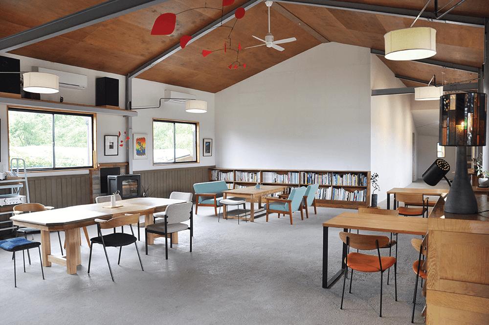 ギャラリーに併設したカフェです。